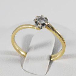 Złoty pierścionek z diamentem P1466