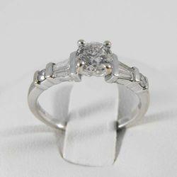 Złoty pierścionek z diamentem P1455