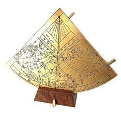 Mosiężny kwadrant solarny Gunter - H39 na podstawie drewnianej