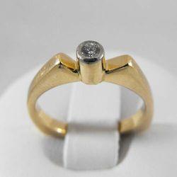 Złoty pierścionek z brylantem P1234